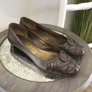 Salvatore Ferragamo | Brown Leather Leaf Flats